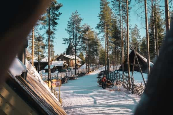 CO2排出量で宿泊費が変わるフィンランドのエコホテル「Arctic Blue Resort」