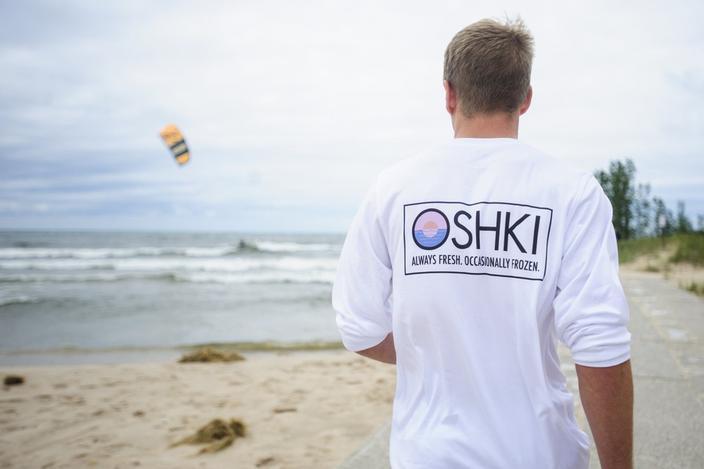 五大湖のプラごみをアップサイクルしたTシャツ「Oshki」
