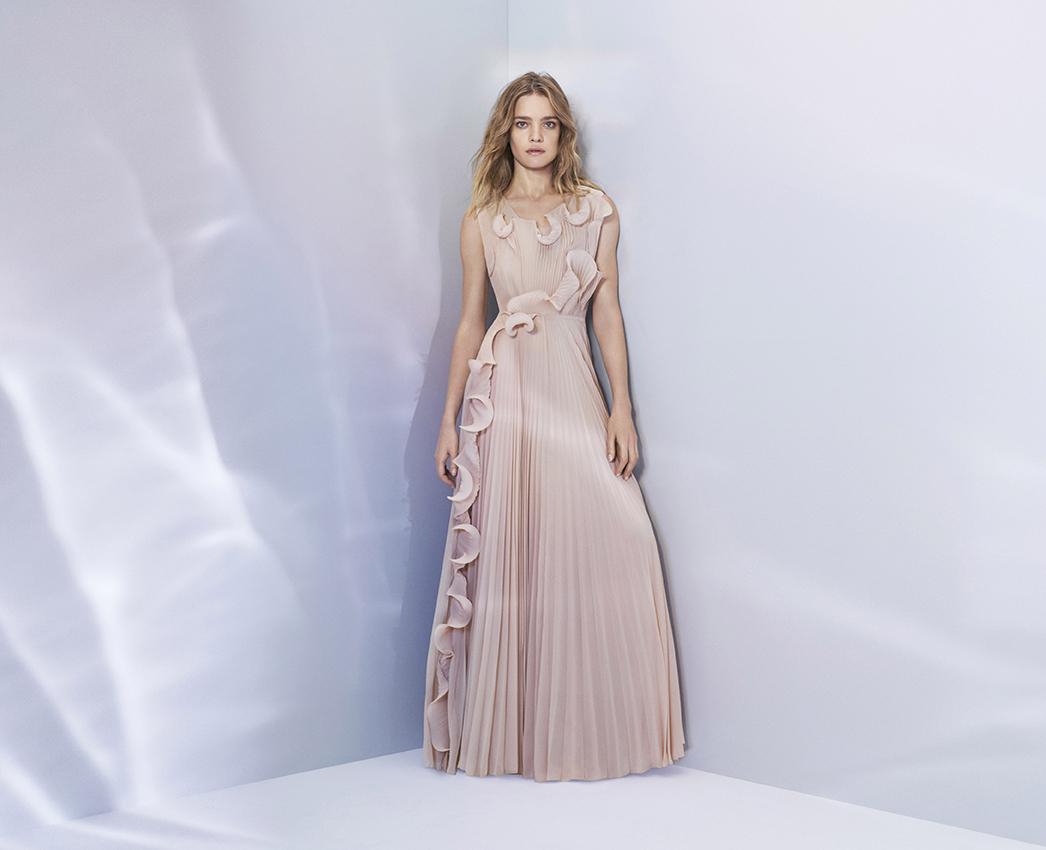 海洋廃棄プラスチック素材でできたドレス