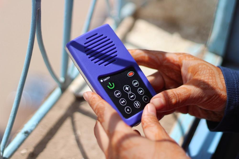 女性の社会進出を加速する太陽光で動くMP3プレーヤー「URIDU MP3 Player」