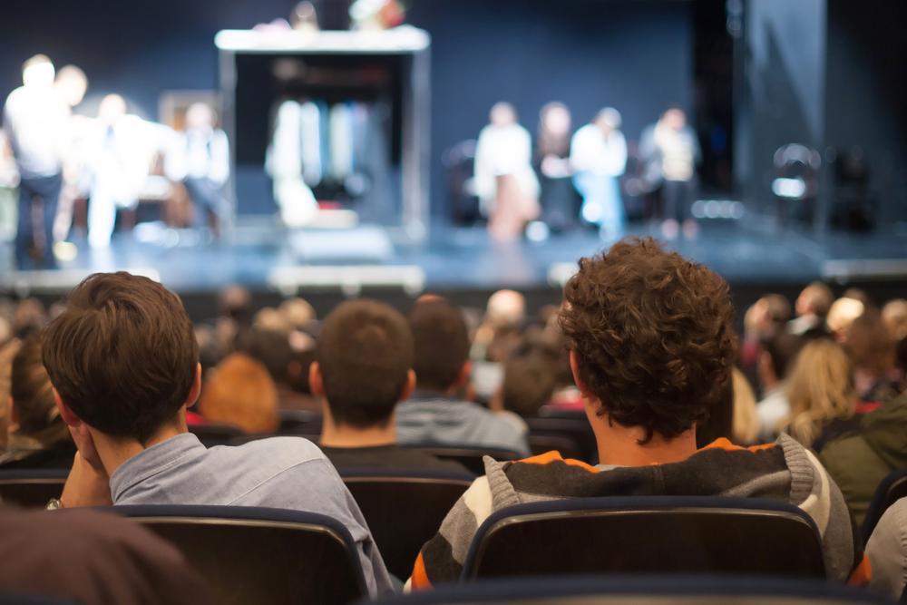 聴覚障害者にも舞台鑑賞の楽しみを。サムスンがVRで実現する「Theater For All Ears」
