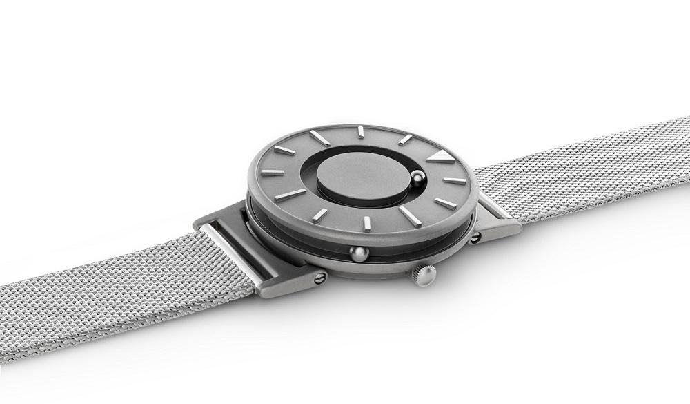 時間にさわれる腕時計