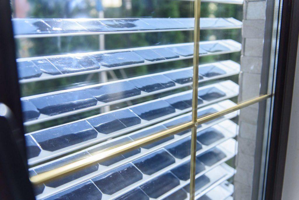 ソーラー発電するブラインド