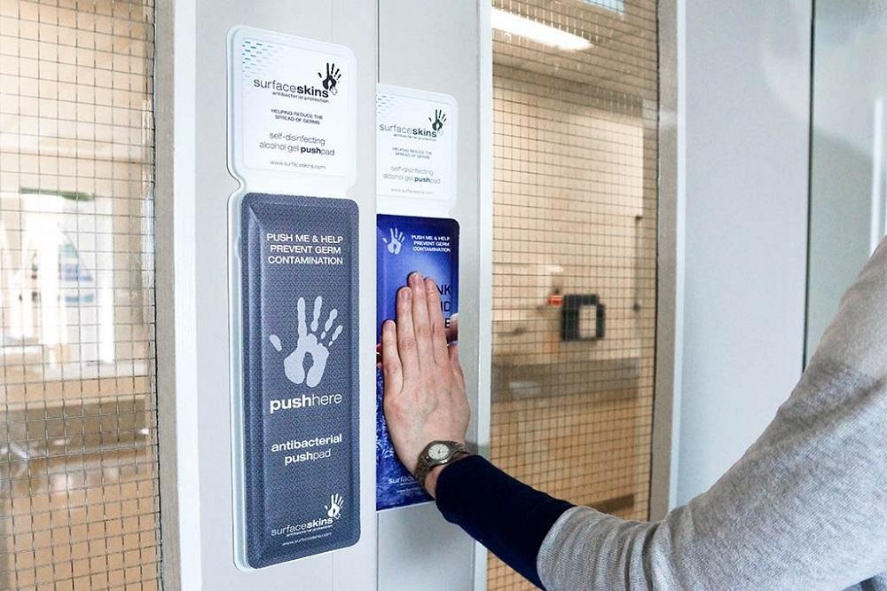 感染症を予防する。触るだけで手が除菌できるドア「Surfaceskins」