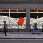 イギリス発、使い捨て紙コップのリサイクルから生まれた美しい紙「Extract」