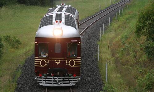大戦直後の車両・線路を再生、世界初の100%太陽電池で動く電車「Byron Bay Train」