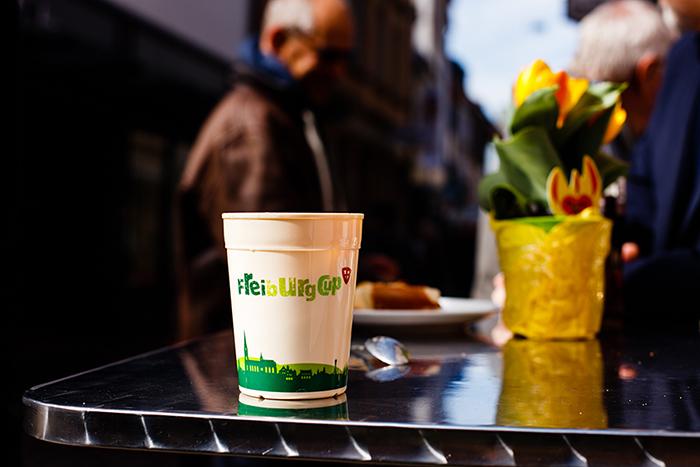 1ユーロデポジットのコーヒーカップシステム「フライブルクカップ」