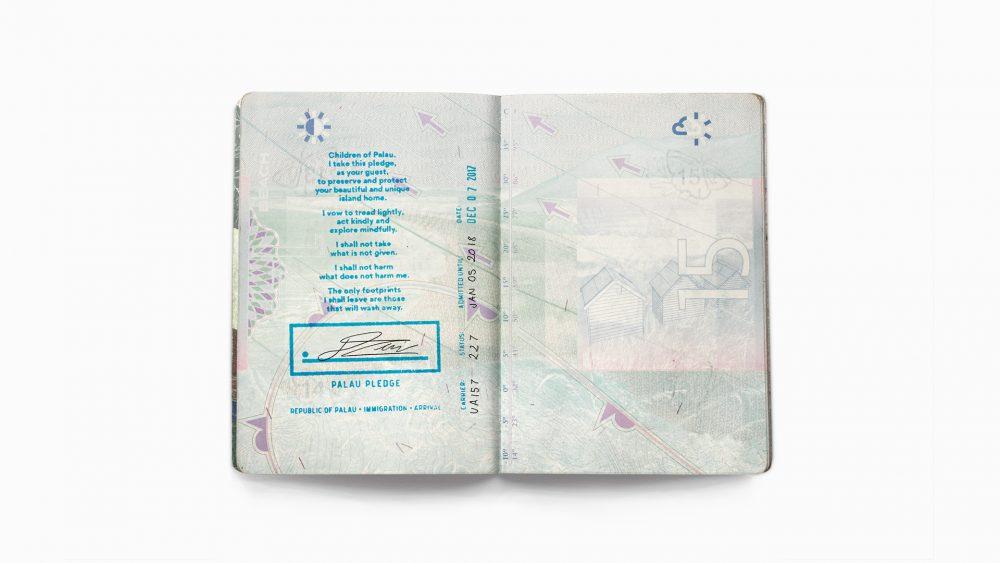 パスポートに誓約書のスタンプが押される