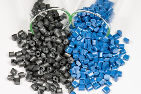 黒と青のプラスチックパレット