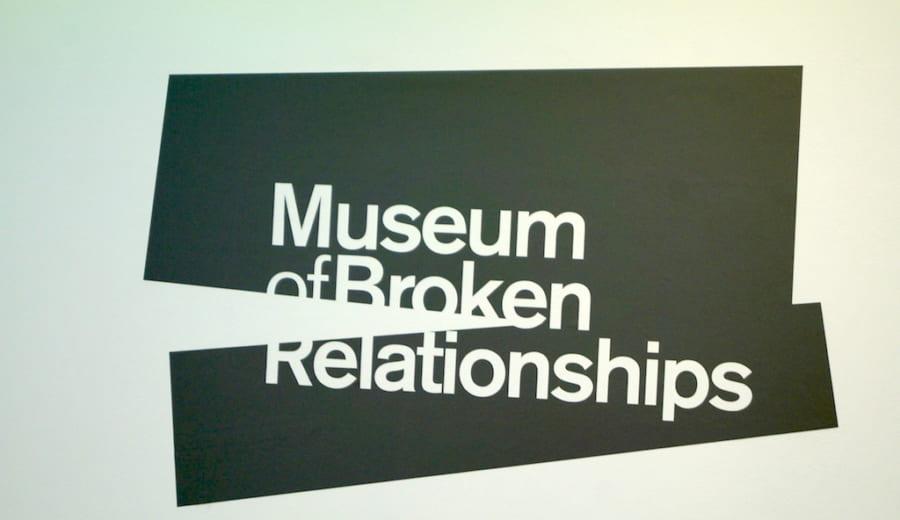 別れの博物館の看板