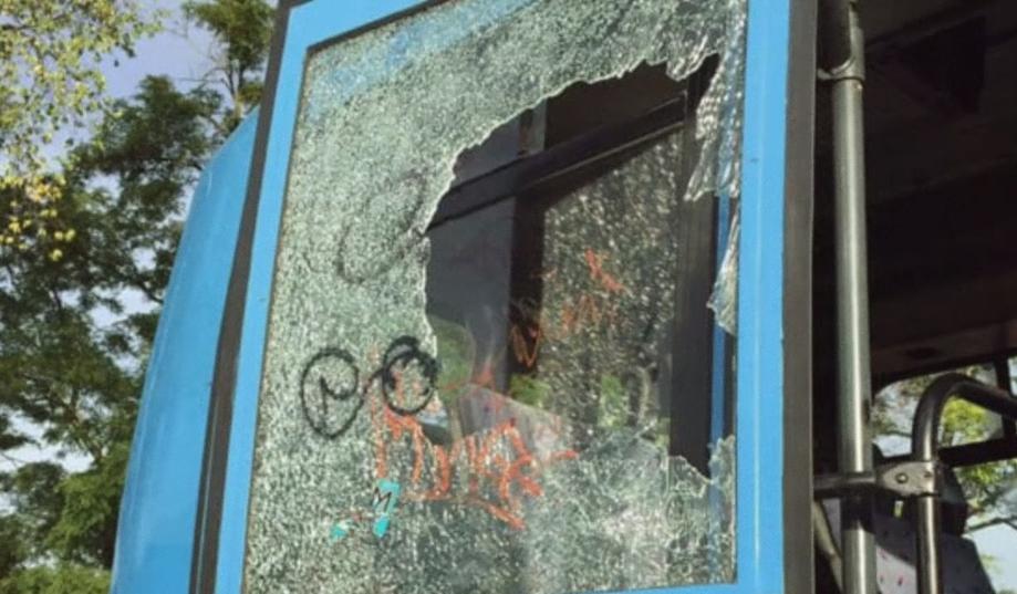 イタリアで破壊されるバス