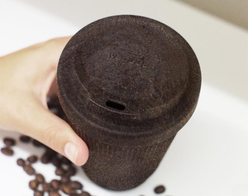 コーヒー香る新たなコーヒーカップ