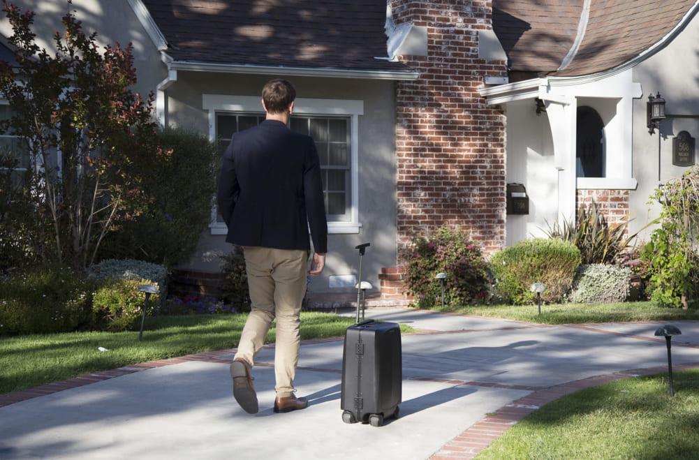 自動追跡するスーツケース「Ovis」