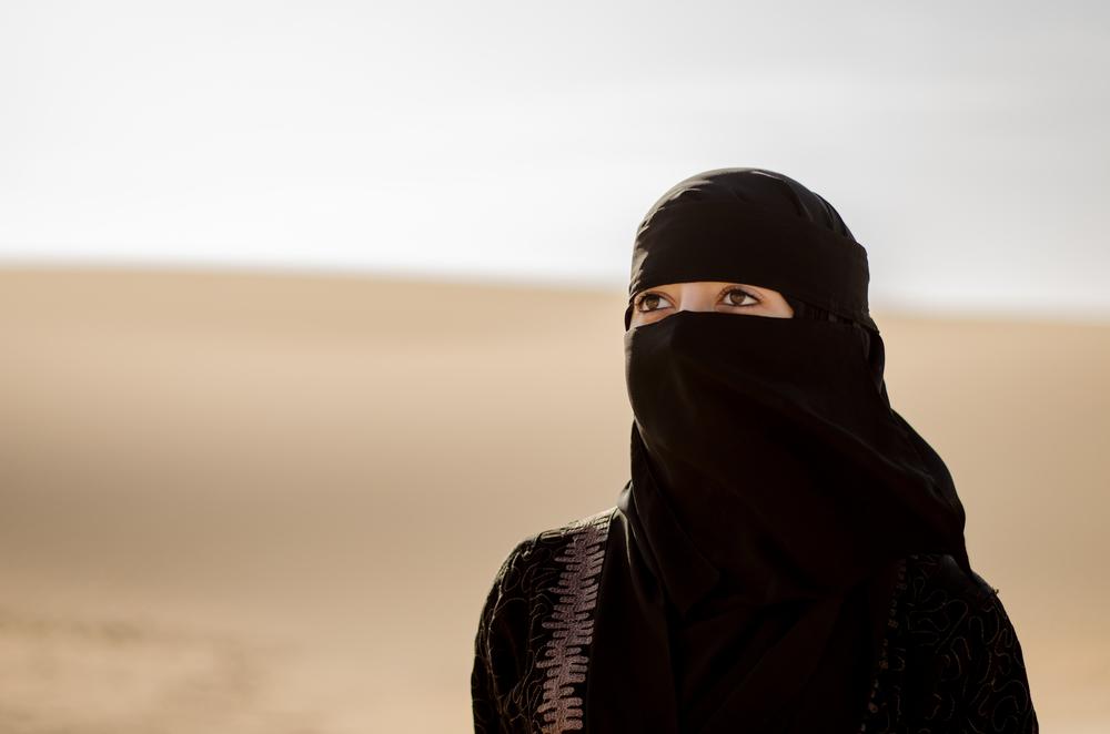 サウジアラビアで女性に初の運転免許証を発行