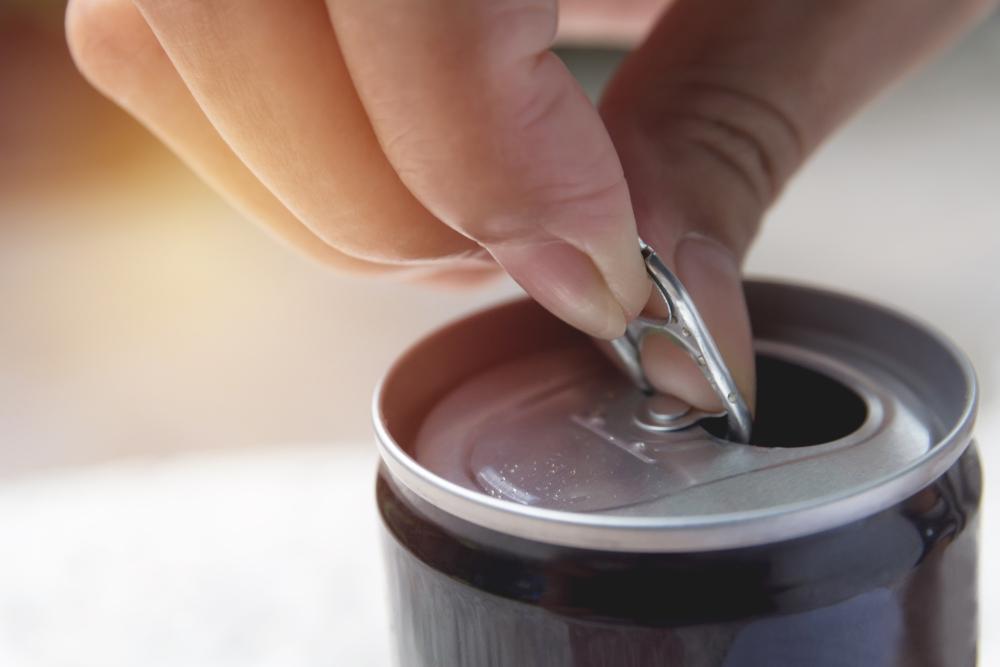英国テスコがデザイン、水筒にもなる水用アルミ缶「CanO Water」