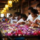 大量に捨てられていた花で始める、スリランカの美術修復プロジェクト