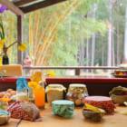 楽しく料理。サステナブルに生きる家族が、何度も使えるミツロウのラップを作る