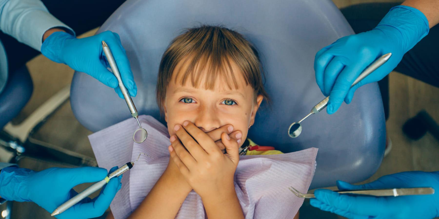 治療中の患者をリラックスさせる、ウィーン生まれの音響映像メガネ