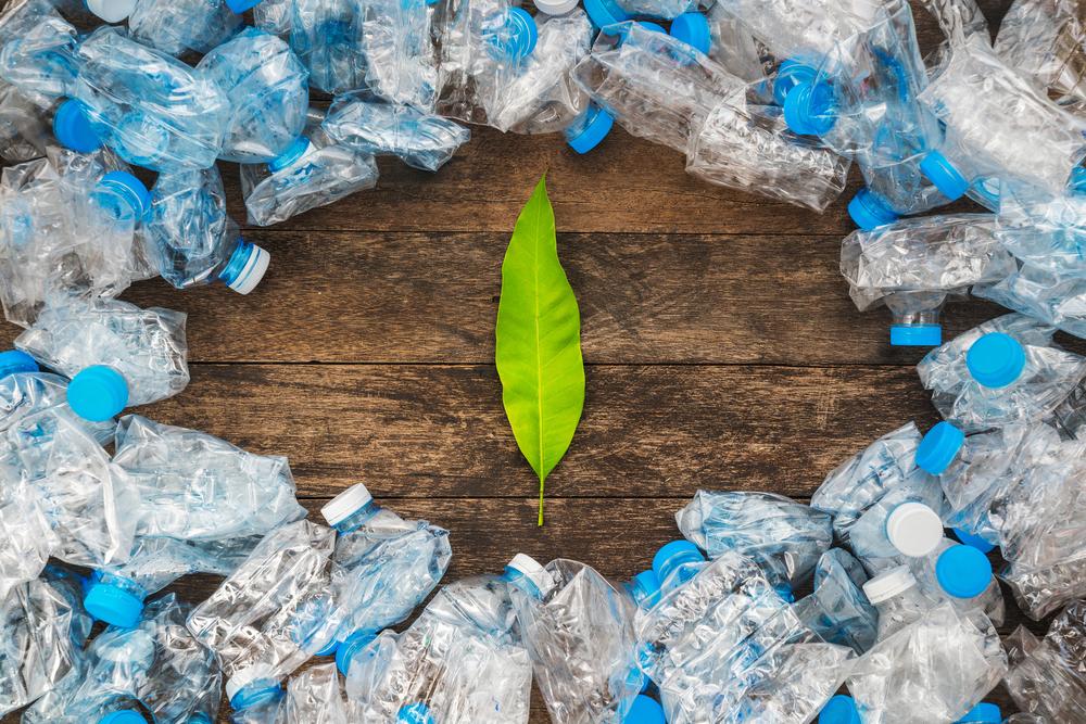 CO2と大気の汚れを吸収する、ペットボトルからつくる超軽量ゲル