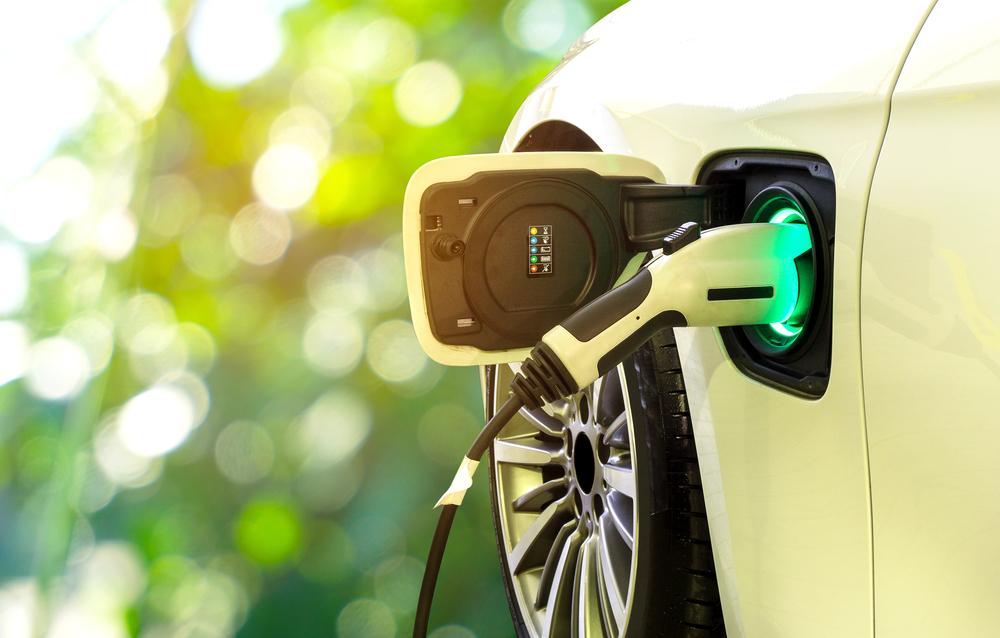 EV充電中の車
