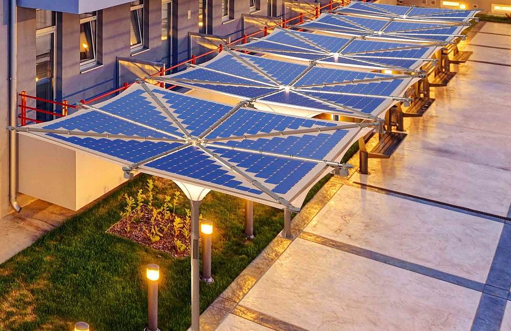 太陽光パネルでエネルギーを作り、雨水から飲み水を生み出す日除け「ThinkPhi」