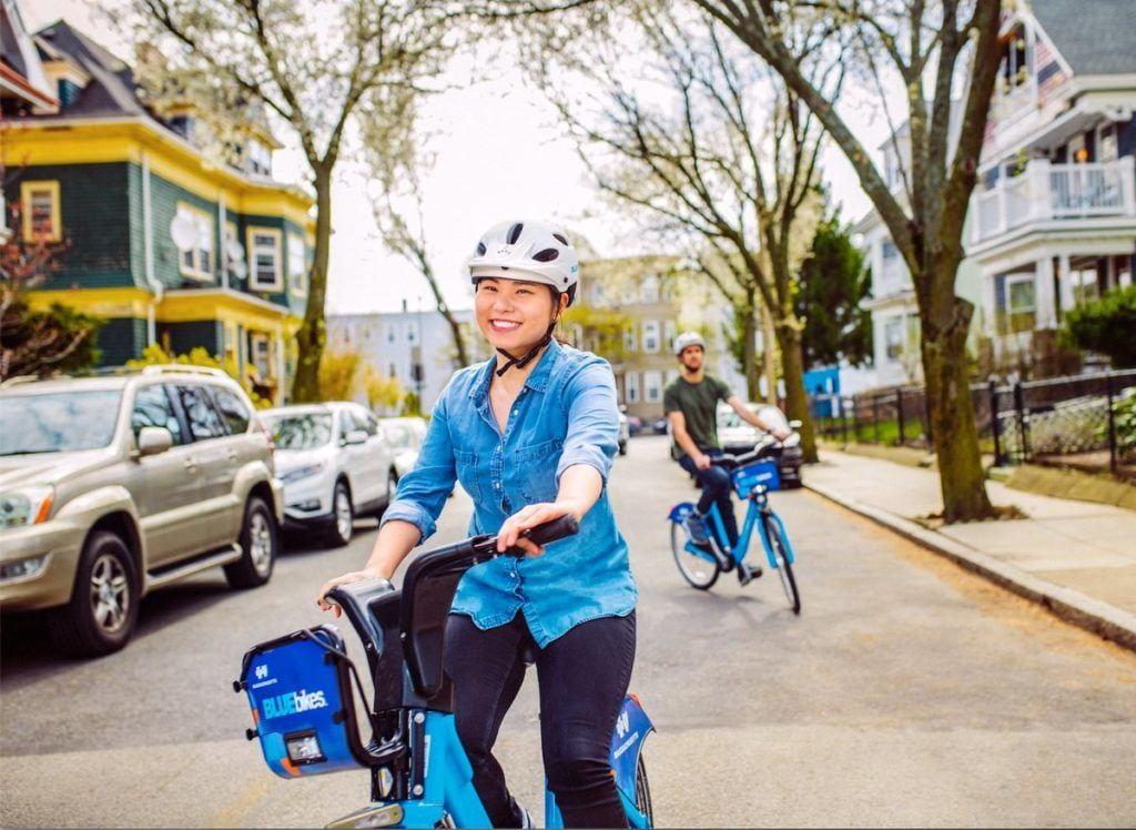 Motivate社の自転車に乗る人々