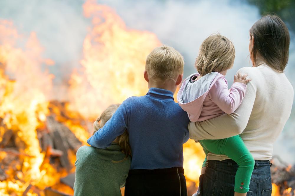 韓国学生が開発した、火災から命を救う「即席ウォーター・マスク・ディスペンサ」
