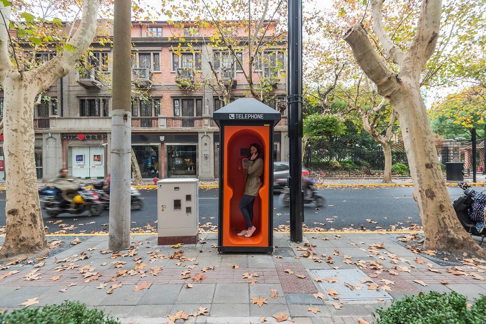 オレンジ電話ボックス