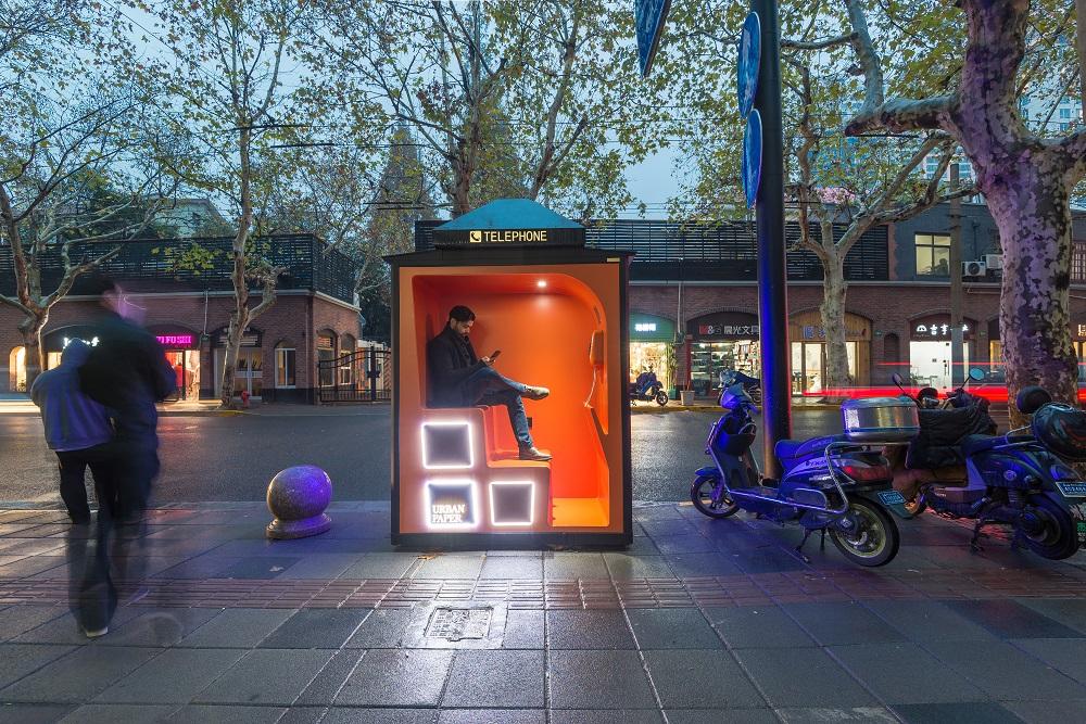 公衆電話ボックスをパブリックスペースに。上海の「ORANGE PHONE BOOTHS」