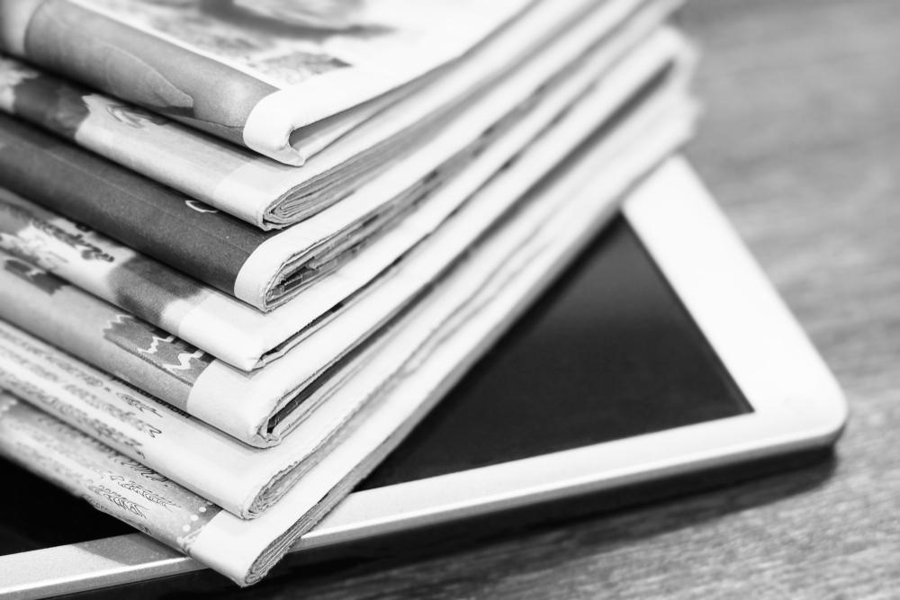 新聞とタブレット