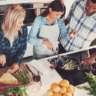 ジェイミー・オリヴァー監修!英テスコの余剰食品を使った料理教室