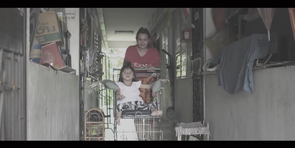 ショッピングカートが車椅子に変身。タイの貧困層に届いたDIYアイデア