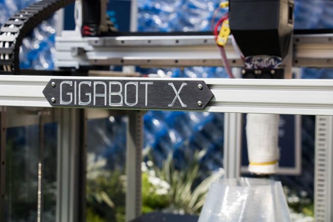 プラスチックごみでモノづくりできる3Dプリンター「Gigabot X」