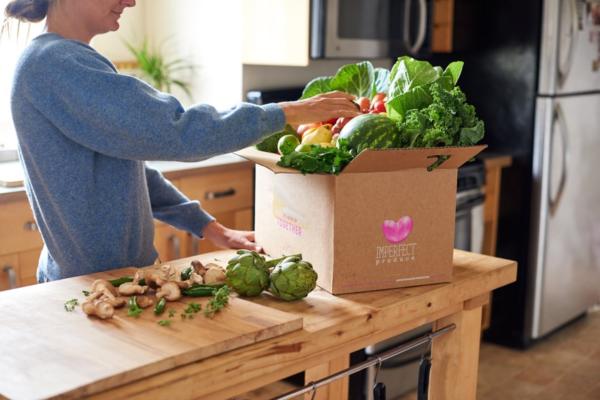 規格外野菜を割安でデリバリーする「Imperfect Produce」