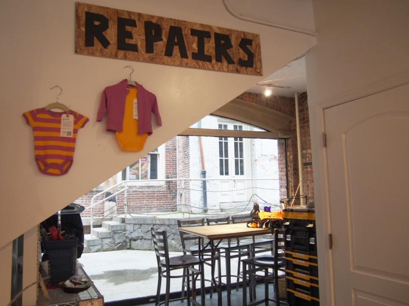 店内奥の修理場。ここでお修理のワークショップなども行う