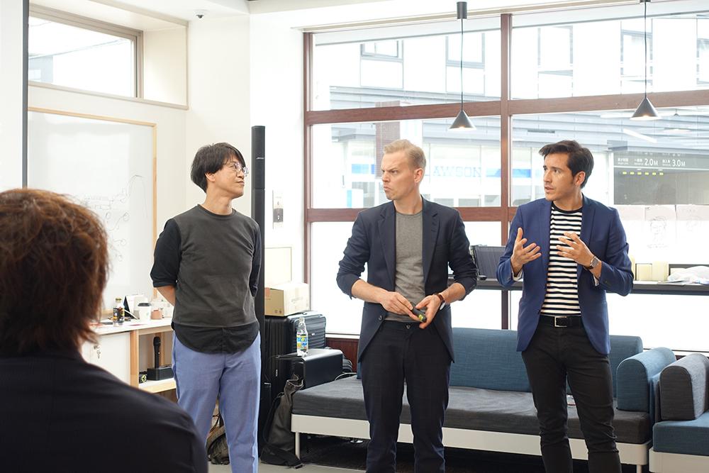 写真右からBespoke共同創業者のニック、ルネ、エンゲージメント・ファースト社アドバイザーの八木橋パチ昌也さん