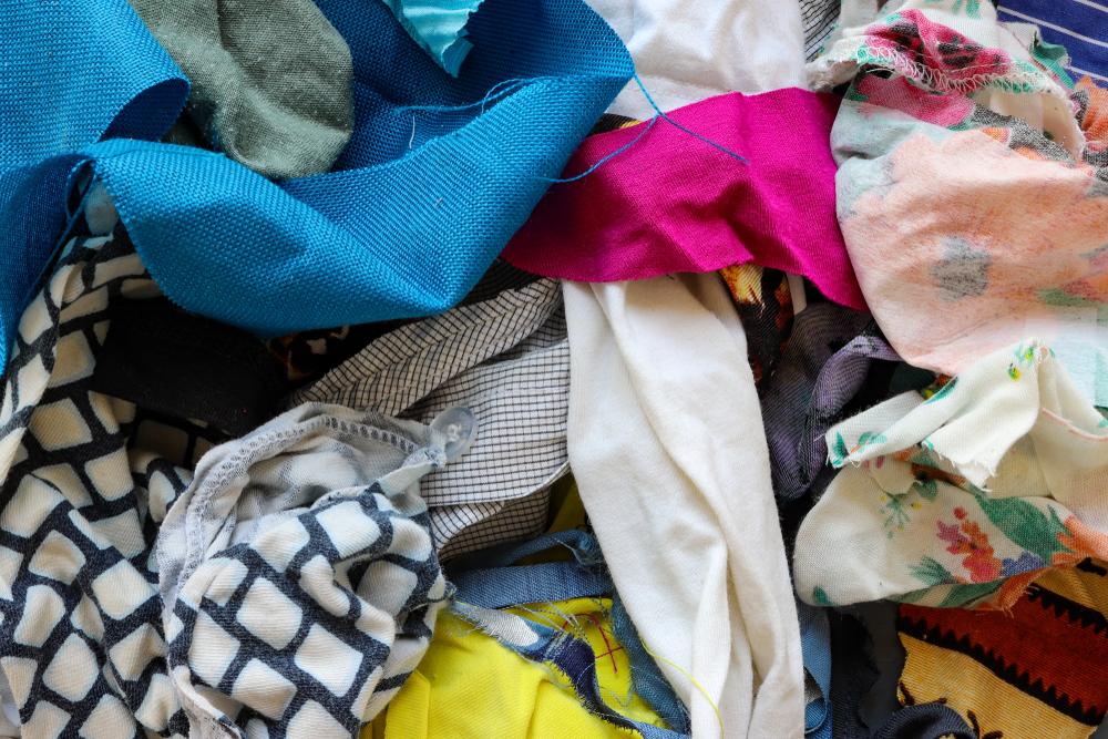 大量生産・大量消費によりムダになった洋服