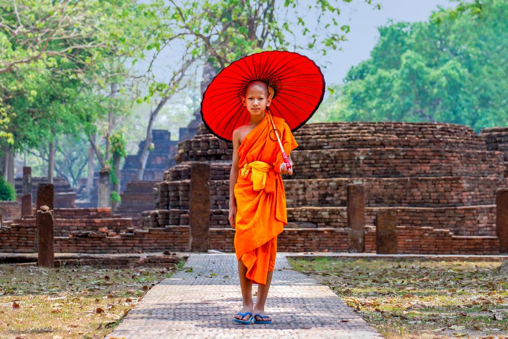 廃棄プラスチックから作る僧侶の袈裟「アワ・クン・バンカチャオプロジェクト」
