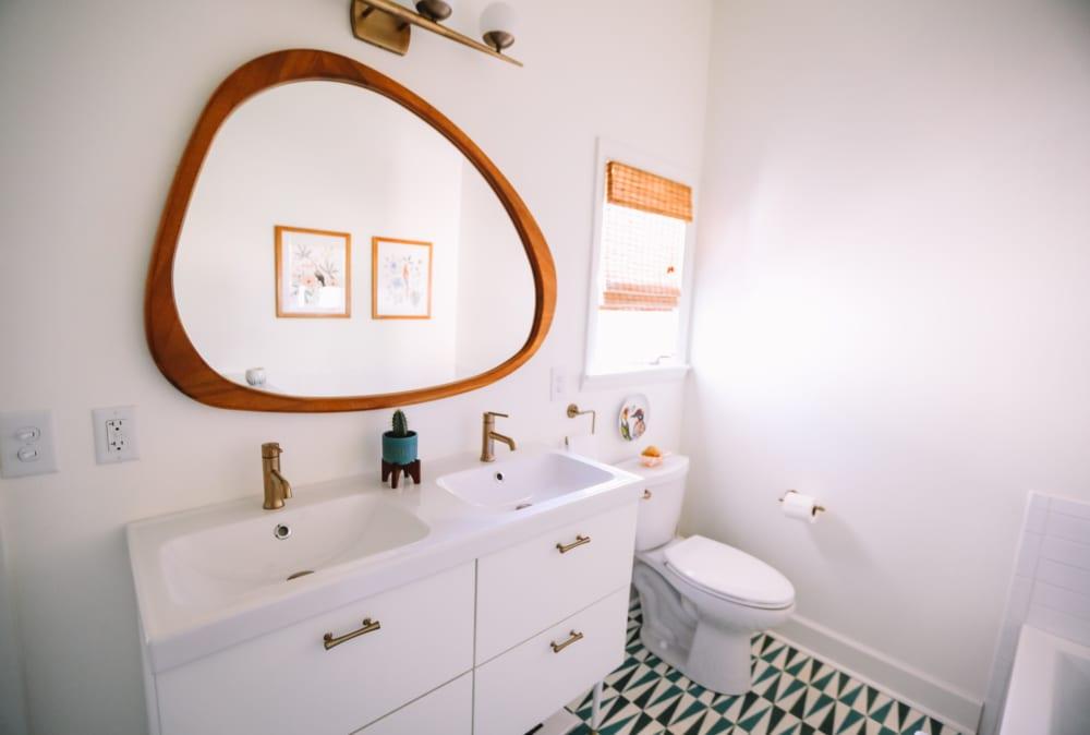 塗布するだけでトイレの水消費が半分になる「LESSコーティング」