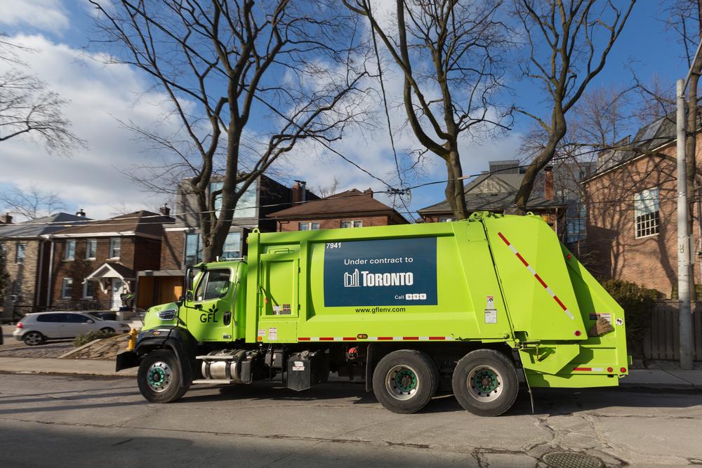 集めた生ゴミから生成した天然ガスで走るゴミ収集車