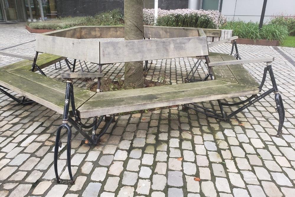 自転車をアップサイクルしてできたベンチ