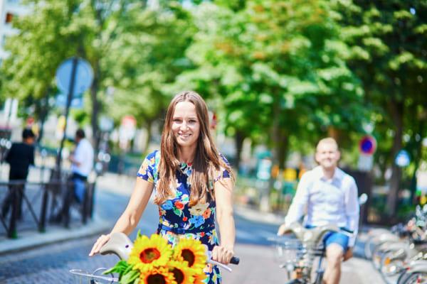 パリを自転車で走る