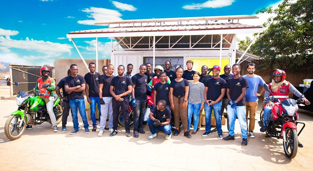 ルワンダの電気バイク製作チーム