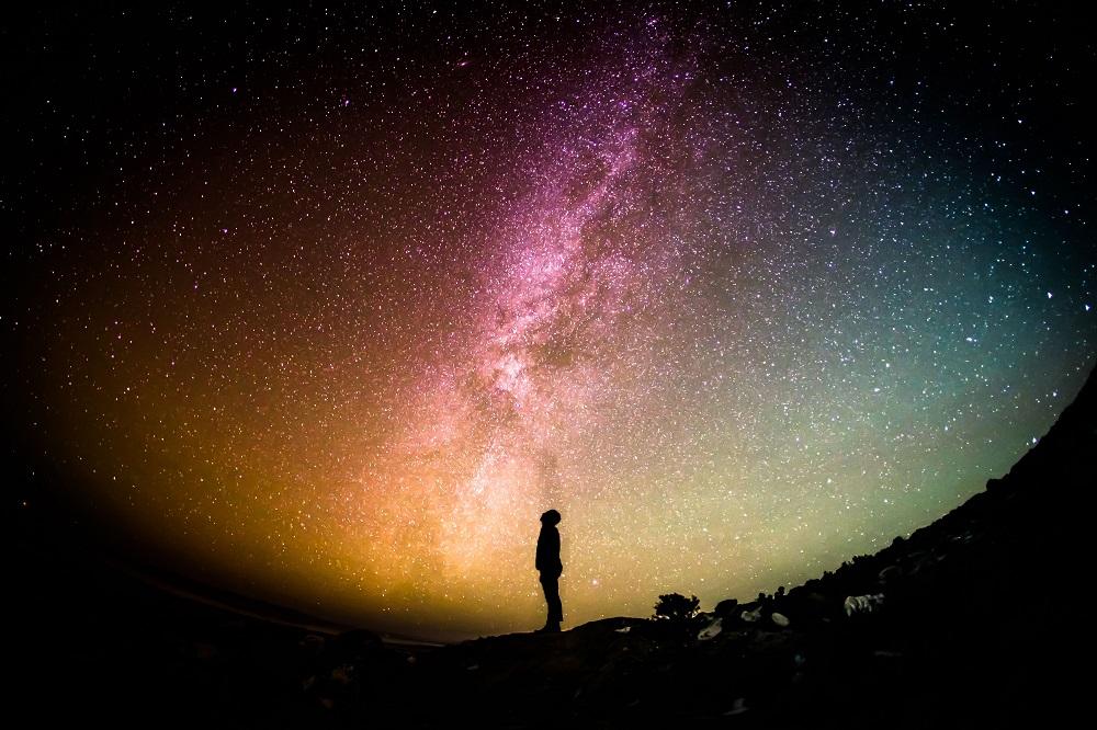 電気を消して、地球を想う。温暖化を考える消灯リレー「EARTH HOUR」