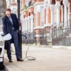 街灯が充電スポットに変身。英シーメンスがロンドンに「電気自動車のための通り」設置へ