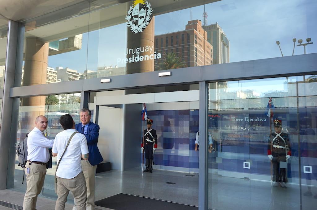 モンテビデオの政府機関の入り口