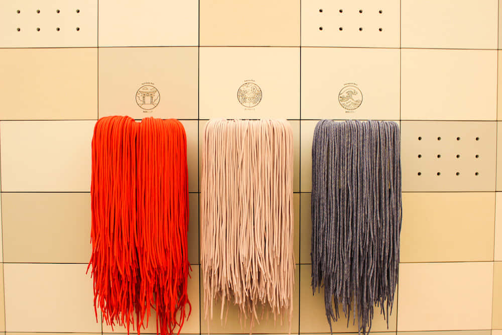 各店舗で色が異なる靴紐