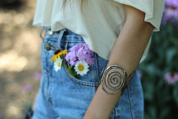 ポケットに花を挿して