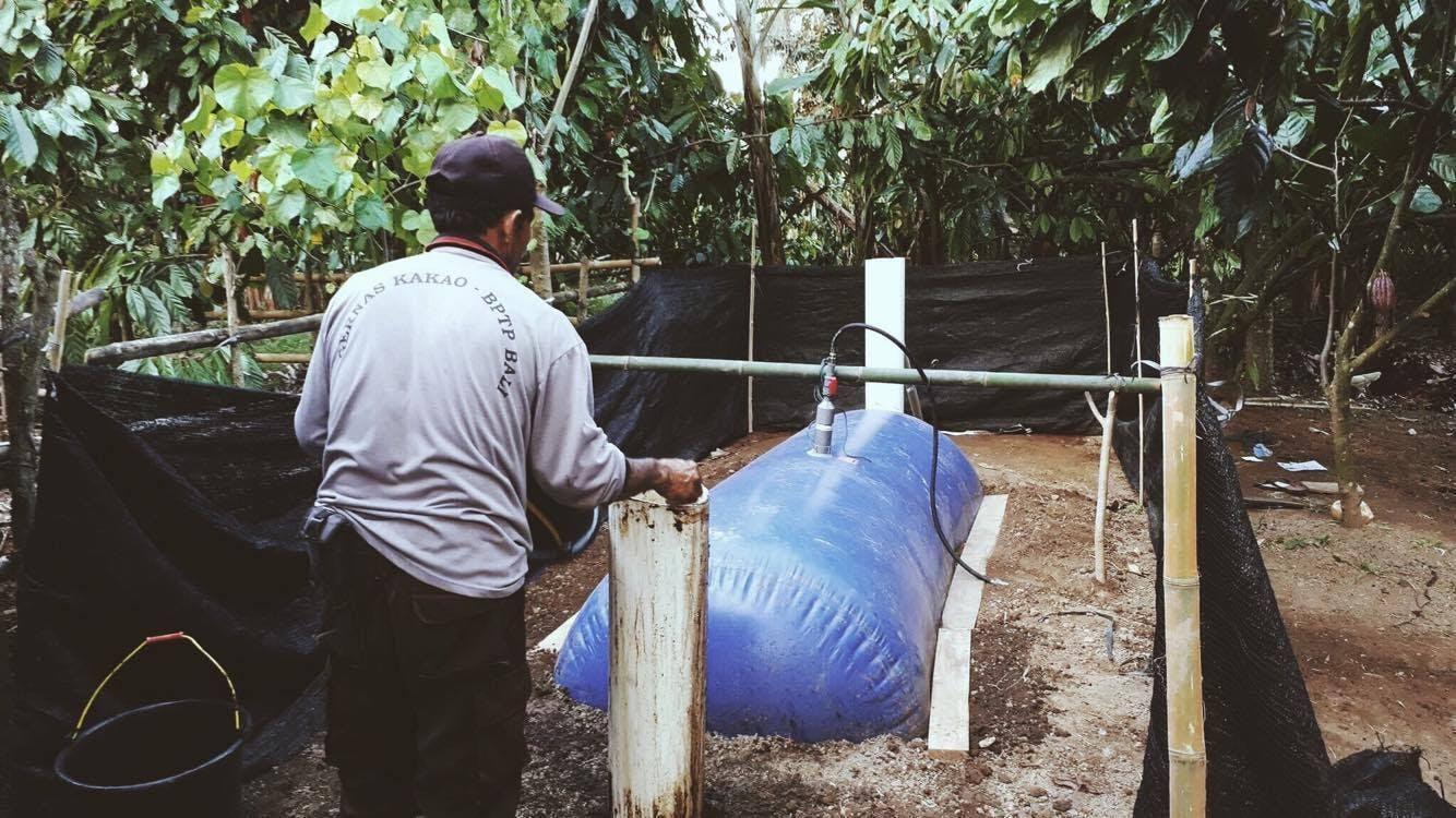 農家とバイオガスキット