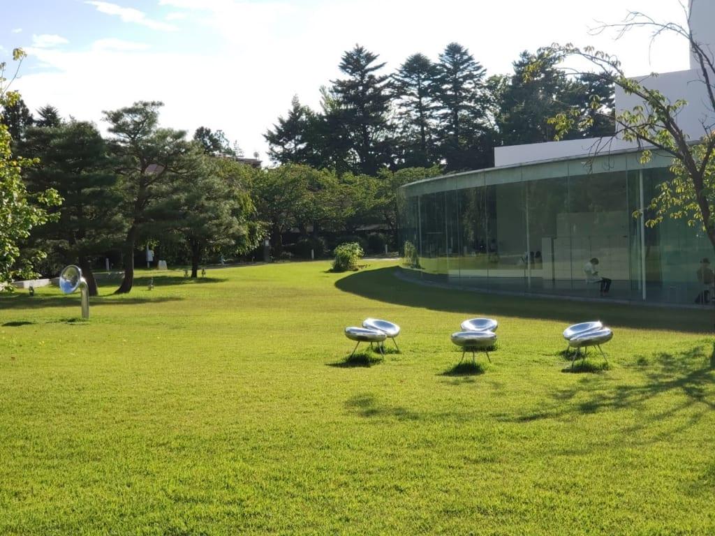 21世紀美術館には、誰もが無料でアートを楽しむことができるスペースがある